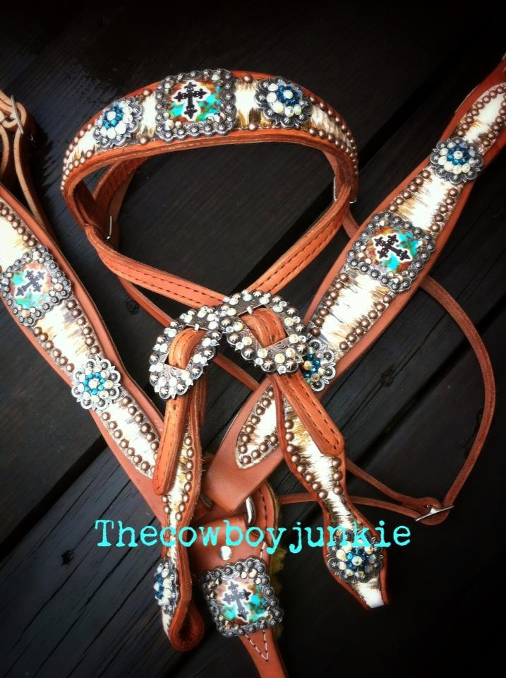 Beautiful tack set by The Cowboy Junkie. Check out her website!