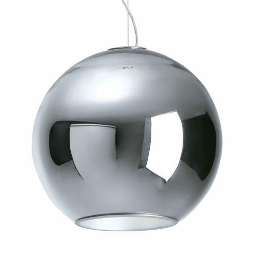 GLOBO SOSP. DIAM 40 | FONTANA ARTE S.P.A.  Questa magnifica sospensione di Roberto Menghi, disegnata nel 1968 per le celebri vetrerie Venini, viene ora rieditata da Fontana Arte. Globo di Luce è costituita da una sfera in vetro soffiato metallizzato, con un riflettore interno in alluminio anodizzato.
