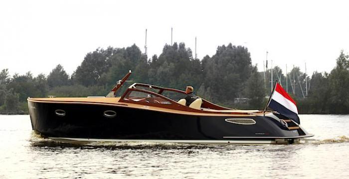 #интересное  Самые красивые моторные лодки, которые только можно купить (8 фото)   Мало есть на свете вещей, обладание которыми мгновенно может сделать вас похожими на агента 007. Пожалуй, самый надежный и проверенный способ — завести яхту. Мы собрали семь самых кр