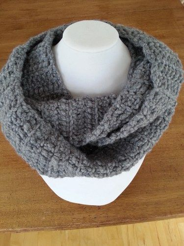 Here is an infinity scarf to wrap twice around your neck. The perfect and ideal scarf for any outfit, warm and comfortable! It's made with chuncky yarn in gray color.  M E A S U R E M E N T S & M