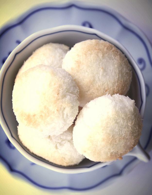 Biscottini morbidi e leggeri al cocco e vaniglia // soft and light coconut vanilla macaroons