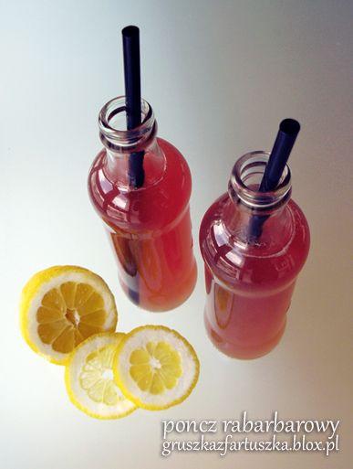Przepis na idealny lekko-alkoholowy napój na lato - słodki i orzeźwiający poncz rabarbarowy. Wspaniały na przyjęcia pod chmurką :)