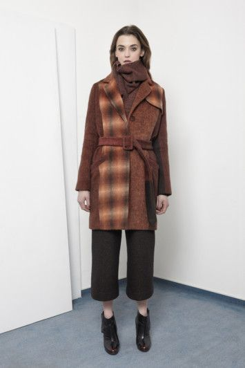 AW15 LOOK05 - BLUR coat / HAZEL pants / AMI scarf