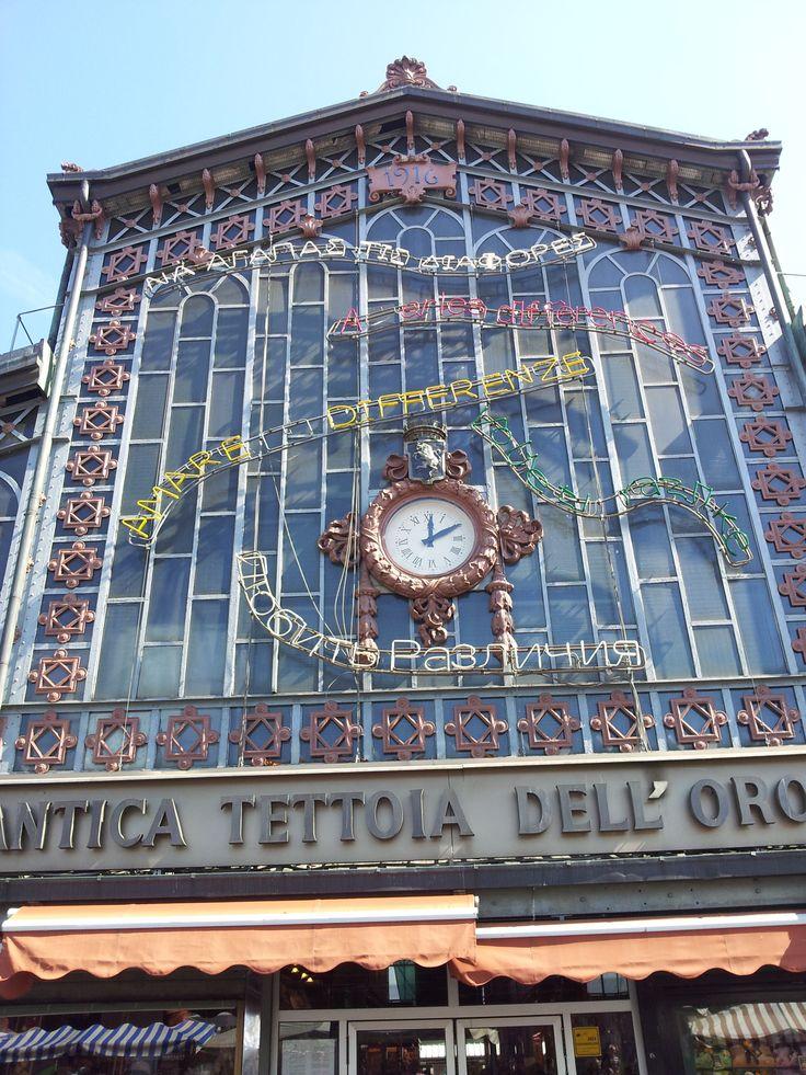 L'antica Tettoia dell'Orologio al #mercato di #Porta #Palazzo in piazza della Repubblica #Torino