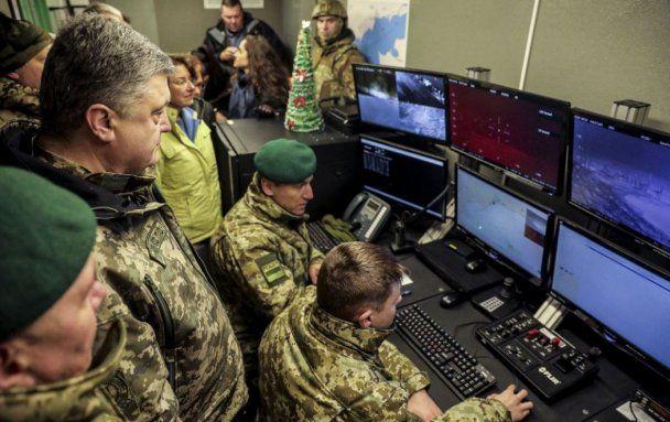 Порошенко передал бойцам АТО новое вооружение (@APUkraine)
