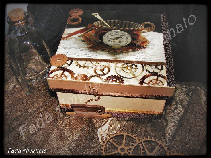 Caixa em Madeira para chá ● Estilo Steampunk ❤🎩 #steampunk - Pintura, Fototransfer com aplicações em tecido.