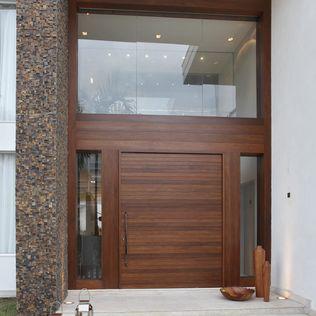 Pórtico : Casas modernas de Arquitetura e Interior