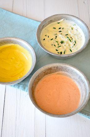 Zelf bbq sauzen maken is leuk om te doen, deze recepten voor knoflooksaus, cocktailsaus en mosterdsaus zijn erg lekker en niet moeilijk.