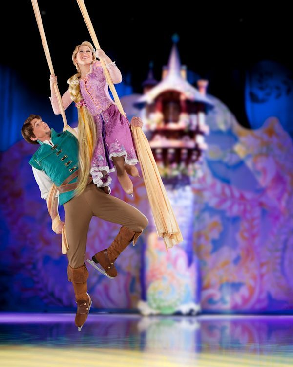 Rapunzel and Flynn Aerial Act - Disney On Ice presents Dare to Dream: the best part by far!