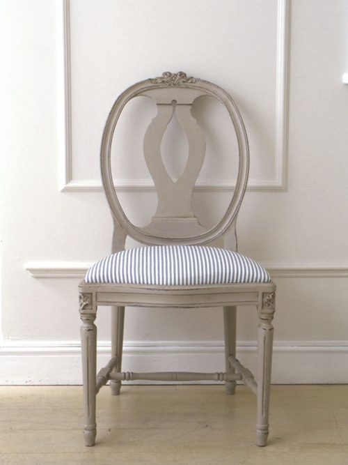 Going to paint my italian chairs like this