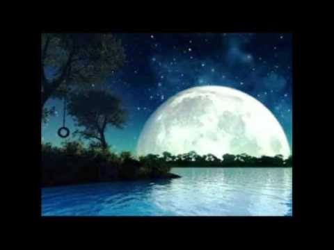 No le digas al día lo que te ha contado la noche, pues podría el sol ponerse a ensoñar... http://www.angelacastillo.com/libros