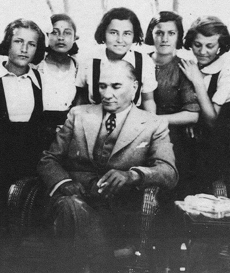 """. """"Çocuklarımızı artık düşüncelerini hiç çekinmeden açıkça ifade etmeye, içten inandıklarını savunmaya, buna karşılık da başkalarının samimi düşüncelerine saygı beslemeye alıştırmalıyız. Aynı zamanda onların temiz yüreklerinde; yurt, ulus, aile ve yurttaş sevgisiyle beraber doğruya, iyiye ve güzel şeylere karşı sevgi ve ilgi uyandırmaya çalışılmalıdır.""""Atatürk"""