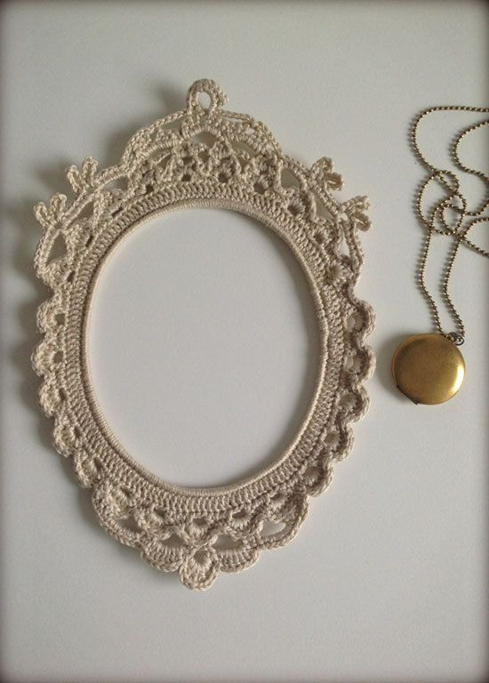 Inspiration. no pattern. crochet frame in oval shape.
