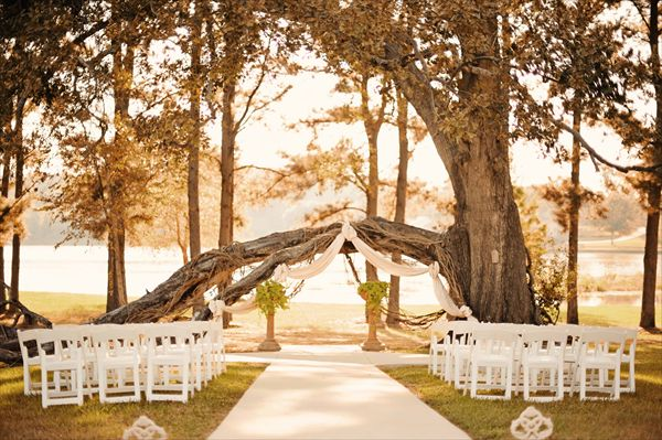Castle on the lake trees wedding venues and lakes for Honeymoon places in texas