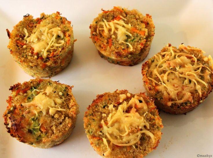 Een heerlijke snack, maar ook een feestelijk bijgerecht: quinoa 'bites' met courgette, wortel & kaas. Bites? Euh… ja… bites, hapjes… wat is een goede vertaling hè…? Het originele recept heet namelijk 'parmesan quinoa bites' en komt van de site Make it and Love it (leuke naam). Ik vind hapjes niet echt een goede vertaling, wantRead More