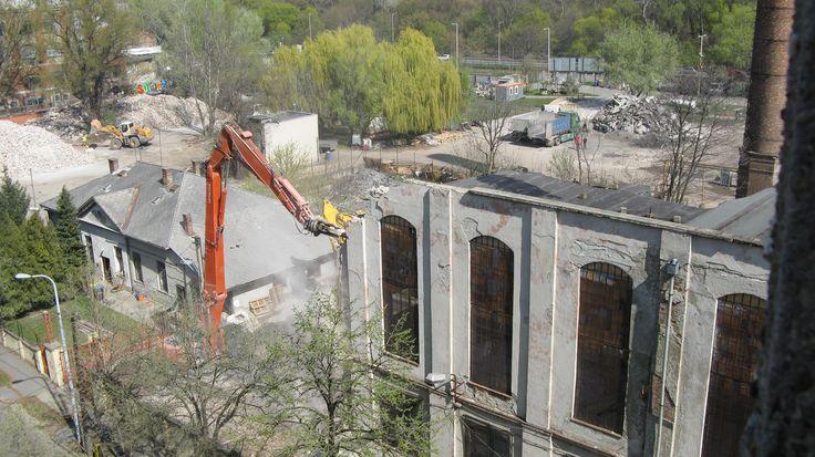 Bontják+az+óbudai+szeszgyárat+pontosan+150+évvel+azután,+hogy+Leipziger+Vilmos+a+Duna-partra+telepítette...