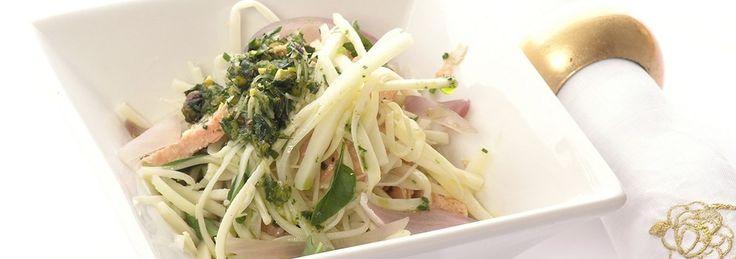 Salada de palmito fresco desfiado e salmão