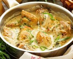 Poulet à la crème et aux champignons : http://www.cuisineaz.com/recettes/poulet-a-la-creme-et-aux-champignons-81659.aspx