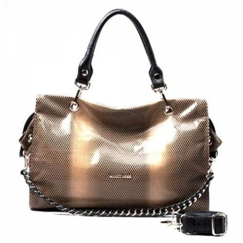 Serpentine Braided    Chain Handbag    This bag is made of PU leather material can be used as a shoulder bag. It carries 6 pockets and comes in brown apricot gradient. Large enough to store your necessary things