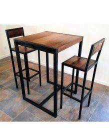 Tabouret de bar, style industriel avec dossier. Chaise haute en acier et bois massif déclinée en 4 hauteurs. Découvrez la table haute assortie sur notre site.