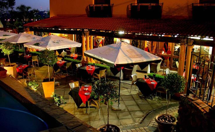 Le Si signature restaurant at Casa Toscana lodge