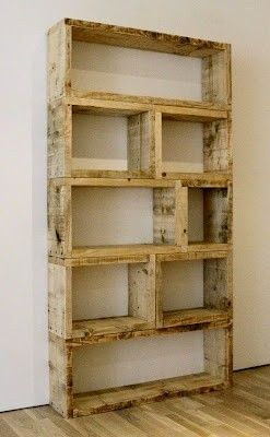 Pallet Bookshelf - I love the industrial look of this bookshelf