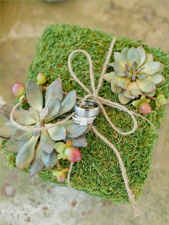 This natural moss and succulents wedding ring bearer pillow is a perfect choice for rustic, country, woodland, garden and barn weddings!