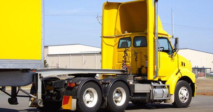 Cómo estudiar para el CDL en Texas. Conseguir tu licencia de conducir comercial (CDL, siglas en inglés) en Texas puede abrir muchas oportunidades de conducir vehículos grandes, como autobuses escolares y remolques de tractor. Debes tener 18 años para conducir un vehículo comercial en Texas, pero 21 años para usar un CDL a través de fronteras estatales. Estudiar y practicar para tus ...