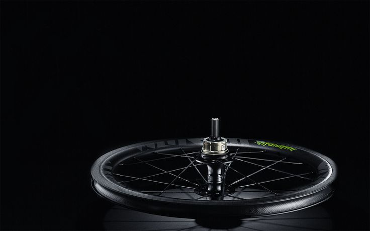 The craftsmen of Brompton exquisitely present classical British spirit with pure hand craft like Hubsmith's Bumbee A349 mini wheelset. It is exclusively designed for Brompton folding bike. The aluminum rim of Bumbee A349 is made by welding; the hub shell in bamboo-like design fully reflects the British workmanship. With 100% hand-built in Taiwan, Bumbee A349 wheelset is ready to glow.