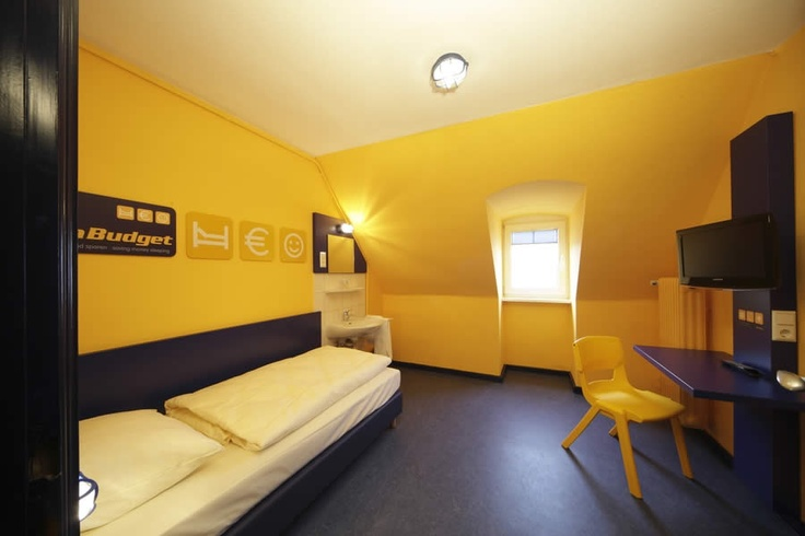 Beispiel: Einzelzimmer mit Gemeinschaftsbad im Bed'nBudget Hostel Hannover  Hildesheimer Straße 380  30519 Hannover  Tel.: 0511 / 12 611 504  Fax: 0511 / 12 611 511  E-Mail: reservation@bednbudget.de  www.bednbudget.de