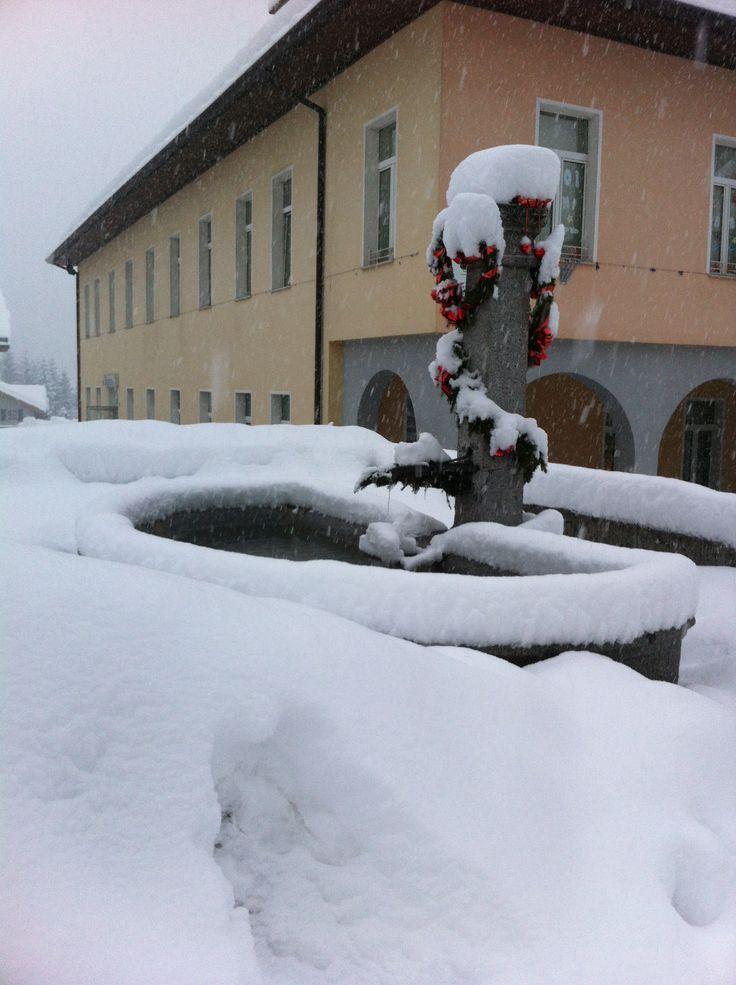 la fontana davanti alla scuola elementare DImaro