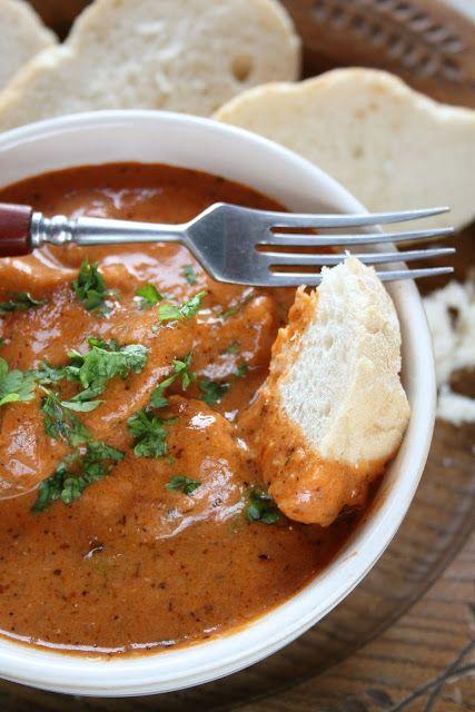 Czego jak czego - ale kiedy na obiad jest mięso w pysznym sosie - to nie umiem sobie odmówić :) Taki jest dzisiejszy obiad - udusiłam kotlet...