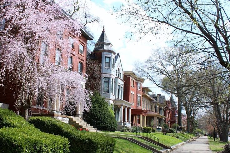 The largest collection of Victorian homes in the United States is located in the 'Old Louisville' neighborhood of Louisville, Kentucky