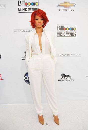 love the style!Carpets Fashion, Red Hair, Red Carpets, Billboard Music Awards, Max Azria, Azria Pantsuit, Fashion Looks, Awesome Suits, 2011 Billboard