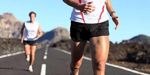 INTENSITET: Middels trente personer bør trene minst to intervalløkter og tre langkjøringer hver uke.