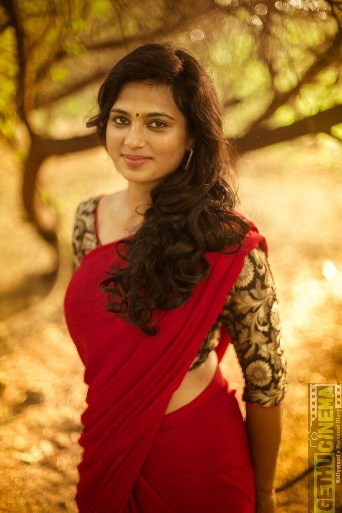 Ramya Pandiyan Red Saree Sightly Actress Ramya Pandiyan  Latest New Hd Stills