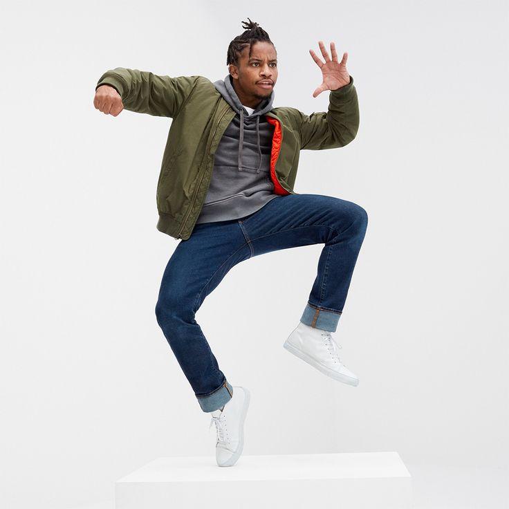 ラスベガス出身のダンサー、通称フィクシュン。アメリカで人気のオーディション番組で2013年に優勝し、ストリートダンサーから一躍TVスターに。#MeetMeInTheGap  #GapForGood  ボンバージャケット 12,900円 スウェットシャツ 7,900円 Tシャツ 2,900円 スリムストレートデニム 9,900円