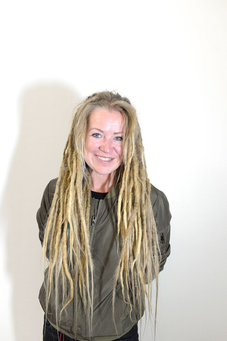 This is my client Helena, she came down from Kiruna to get her dreadlocks filled out and extended a bit. She feelt like some were to short and some to long so she wanted a more even look. So I worked my magic with a crochet hook and added human hair to the ends of her dreads.