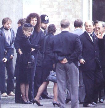 Freddie Mercury Funeral | Official Cause of Death : Bronchopneumonia ; AIDS.