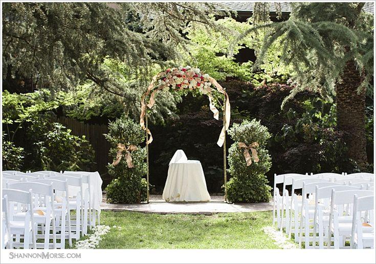 what a beaaaaaautiful outdoor wedding ceremony spot!