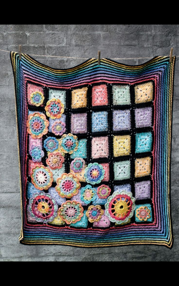 All That Brightly Blooms by Sue Pinner in Homespun Magazine, August 2014