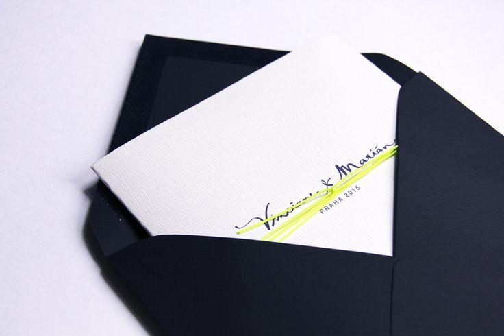Une pochette de remerciement avec la musique et les photos du mariage à l'intérieur, pour prolonger la fête !  Allons-y Alonso | Design d'invitations & fun  !