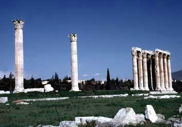 Ruínas do Olympieion, o Templo do Zeus Olímpico, construído em torno de 550 antes de Cristo. O templo media 30 por 60 e era local de adoração do principal deus grego.