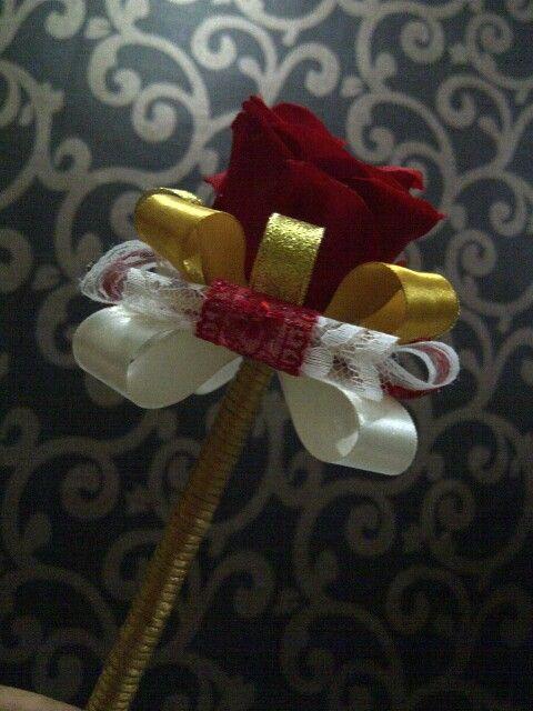 Red wine flowers pen