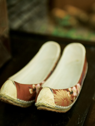 shoes, Korea, Women's gomusin decorated with gorgeous-looking flower patterns