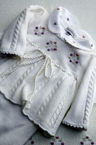 Vestidinho tricô para saída maternidade!   Orçamento: contat…   Flickr