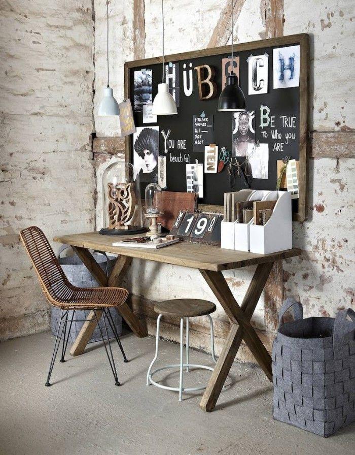 Gaaf krijtbord van hout boven een bureau hangen. Geef direct veel sfeer. Plak het bord vol met foto's, teksten, memo's en creëer zo een echt een leuk wandbord.
