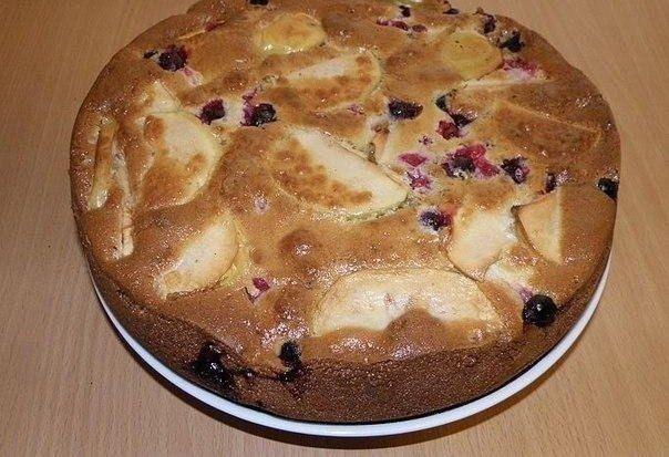 Fantastický koláčik plný sviežeho ovocia, ktorý pripravíte za niekoľko minút.