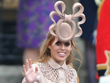 What was she thinking?: Princesses Beatrice, Royals Heir, Philip Treacy, Wedding Blog, Beatrice Hats, Royals Wedding, Wedding Hats, Royals Families, Princesses Beatricr
