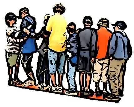Kennenlernspiel: die Gruppe stellt sich nach der Größe, nach dem Alter, nach dem Gewicht auf.